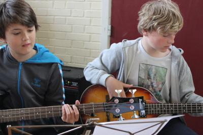 Børn der spiller musik