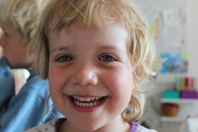 Smilende barn